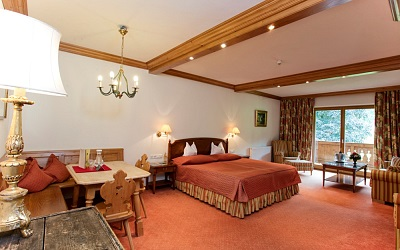 49 individually, lovingly furnished rooms