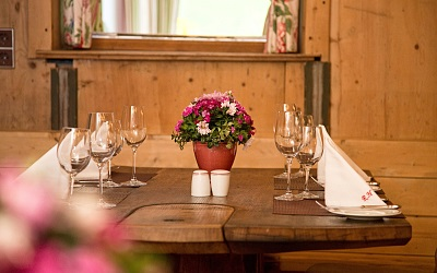 cosy restaurant, open 365 days